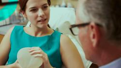 Tudo o que você precisa saber sobre próteses de silicone para aumento das mamas